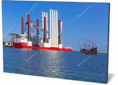 Холст промышленность Верфь в Гдыне с Ветер турбины установки судна Shipyard in Gdynia with wind turbine installation vessel-231147